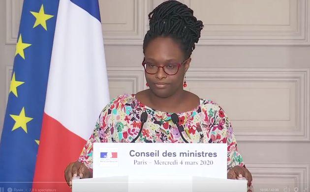 Le gouvernement s'attend à ce que la France passe au stade 3 de l'épidémie de coronavirus...