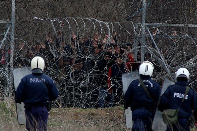 Quattro mosse per garantire i diritti umani al confine tra Grecia e