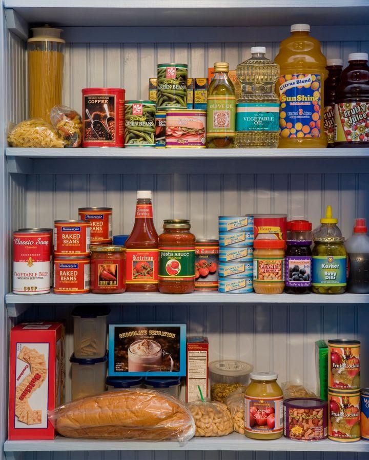 Não é necessário estocar sua despensa com mais de duas semanas extras de alimentos.