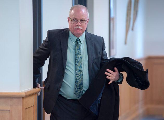 元ブリッジウォーター警察署長のジョン・コリアーは、判決のためにノバスコシア州最高裁判所に向かった...