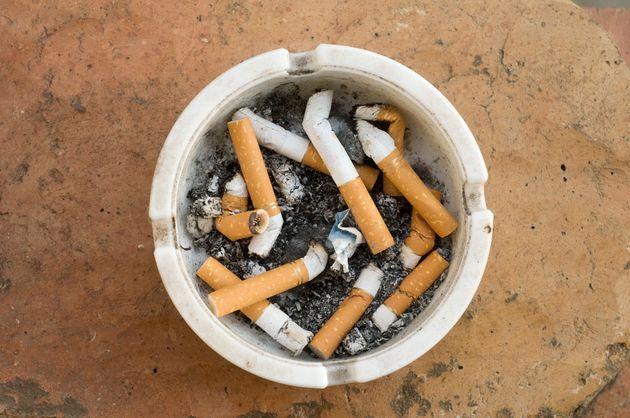 Cette odeur de cigarette froide? Signe d'un
