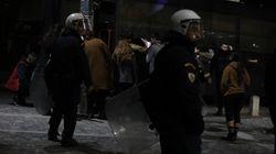 Καταδρομική επίθεση κουκουλοφόρων στο μετρό της Ακρόπολης - 43