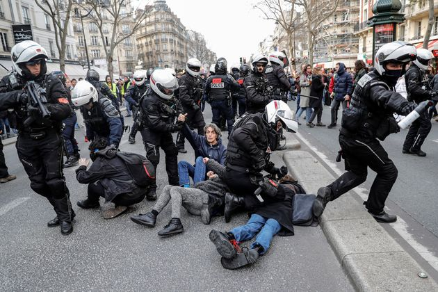 Des policiers de la BAC lors d'une manifestation contre la réforme des retraites, le 29 janvier