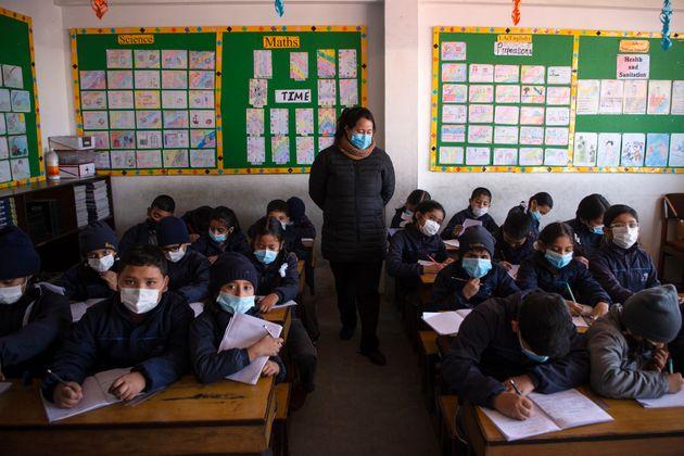 300 millions d'enfants sont privés d'école à cause du nouveau coronavirus (photo d'illustration; des...
