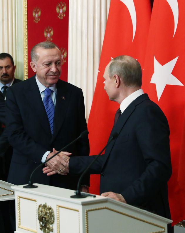 Χειραψία Πούτιν - Ερντογάν...