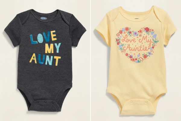Two onesies centred on the concept of babies loving their aunts. The one on the left is for boys, and the one on the right is for girls.