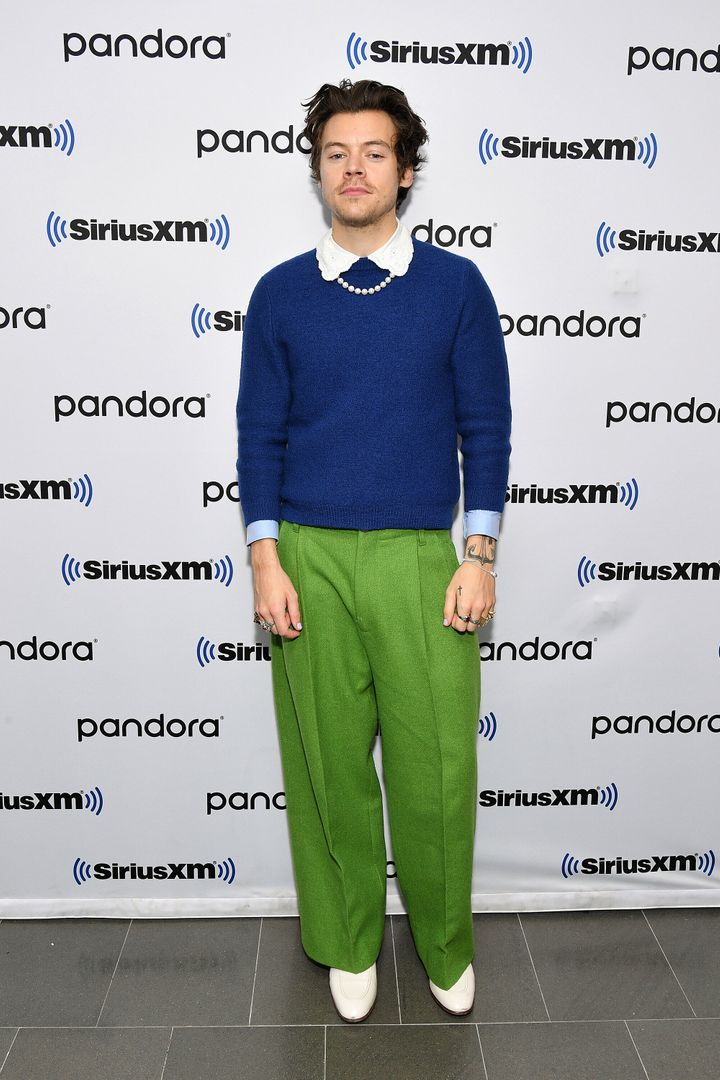 Harry Styles Dresses Like A Classy Grandma, And It Works ...
