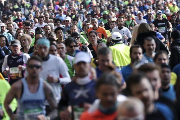 Des participants au marathon de Paris, le 14 avril