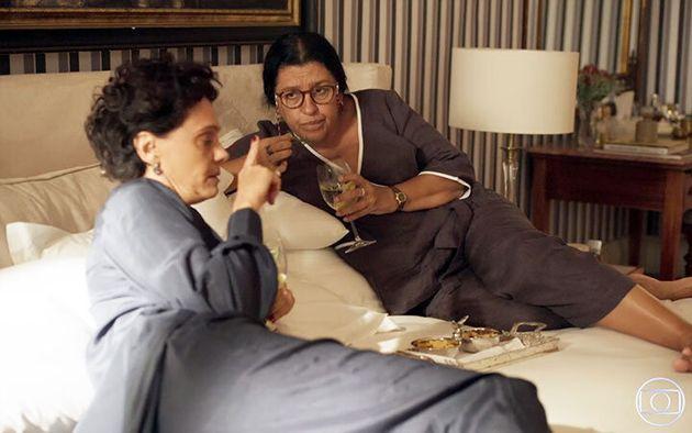 Malu Galli (Lídia) e Regina Casé (Lurdes) em cena de