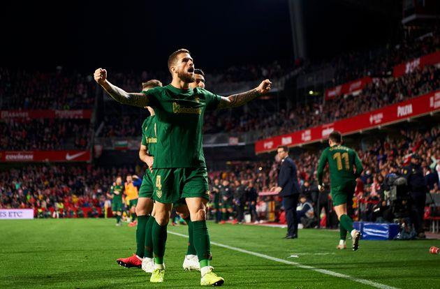El Athletic de Bilbao resiste en Granada y jugará la final de Copa contra la