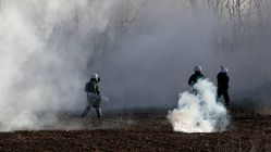 Ενταση και ρίψη καπνογόνων στις Καστανιές Eβρου - Εκρυθμη η κατάσταση με τους