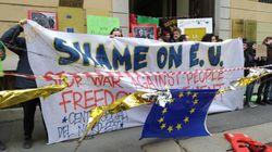 Attivisti disobbediscono al decreto anti-virus a Milano e contestano l'Ue sui