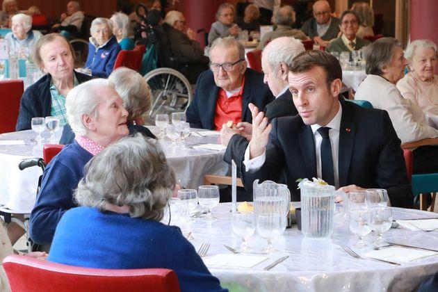 En pleine crise du coronavirus, Emmanuel Macron a effectué une visite dans un