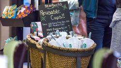 Κορονοϊός: Η Starbucks απαγορεύει τα ποτήρια πολλαπλών