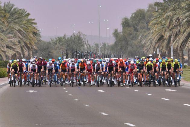Le peloton lors de la 5e étape du Tour des Émirats, d'Al-Ain à Jebel Hafeet, le...