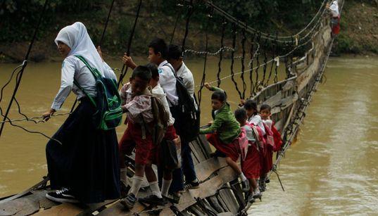 Παγκόσμια ημέρα της γυναίκας: 30 συγκλονιστικές φωτογραφίες κοριτσιών που πηγαίνουν στο σχολείο απ΄όλο τον