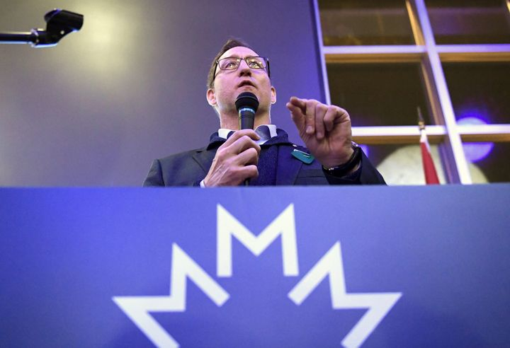 Conservative leadership candidate Peter MacKay speaks to supporters at a meet and greet event in Ottawa on Jan. 26.