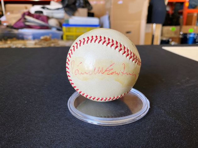 Μία μπάλα του μπέιζμπολ,...
