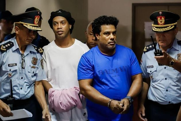 Ordenan prisión preventiva a Ronaldinho, que regresa a una cárcel de