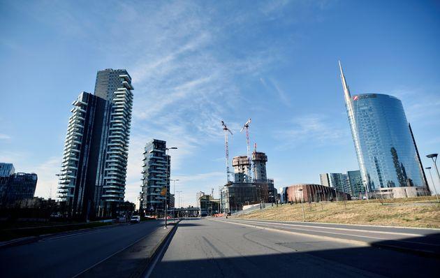 Milan désertée alors que la ville passe en quarantaine face au coronavirus dimanche 8