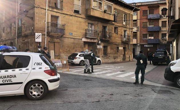 La Guardia Civil notifica el aislamiento a los vecinos de Haro afectados por el