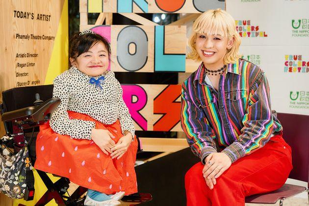 伊是名夏子さん(左)とRYUCHELLさん(右)