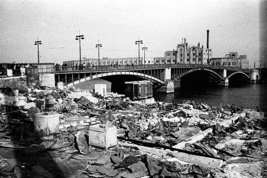 吾妻橋(1945年3月19日)