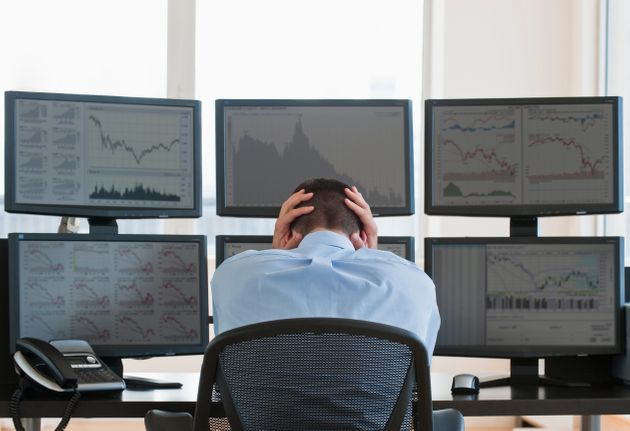Il coronavirus affonda i mercati. Milano tracolla a -11%, spread vola a