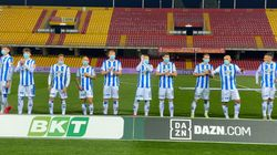 Les joueurs de foot de Pescara gardent leurs masques jusqu'au coup