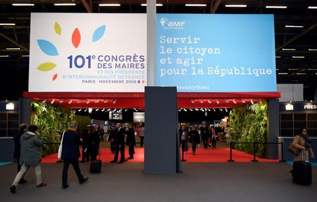 Le congrès des maires de France à Paris, porte de Versailles, le 22 novembre