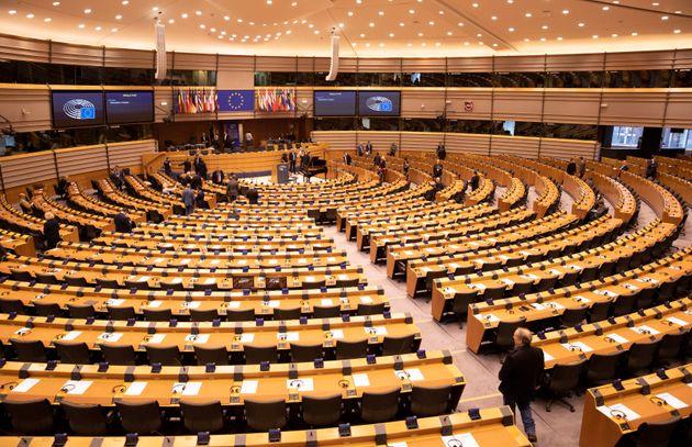 Contro il coronavirus plenarie solo a Bruxelles, niente
