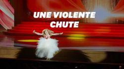 Malgré sa chute, cette chanteuse russe a tenu à terminer sa