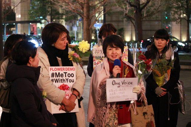 山本潤さん(右から2番目)