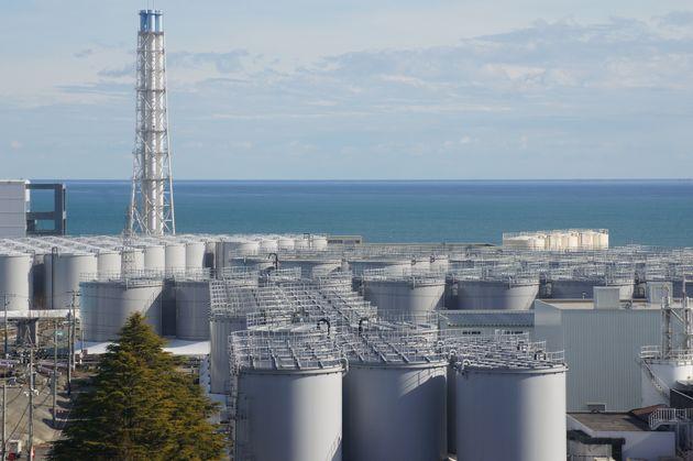 東京電力福島第1原発の敷地内に並ぶ処理水を保管するタンク=2020年1月17日