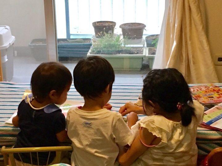 子ども二人と私の三人、同じ大きさ。というよりもすでに子どもの方が大きいです。