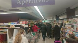 """Colas e histeria en los supermercados de Madrid ante el coronavirus: """"Esto parece la"""