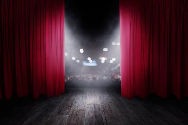 ΥΠΠΟΑ: Κλείνουν θέατρα, κινηματογράφοι - Τι ισχύει για μουσεία και αρχαιολογικούς