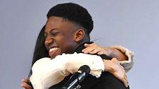 Φοιτητής Γράφει Το Φως Απολογία Προς Τον Πρίγκιπα Χάρι Για Την 'Αγκαλιά' Meghan Markle