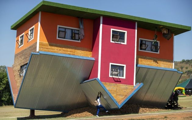 Upside Down House Attracts Tourists To South African Town Huffpost