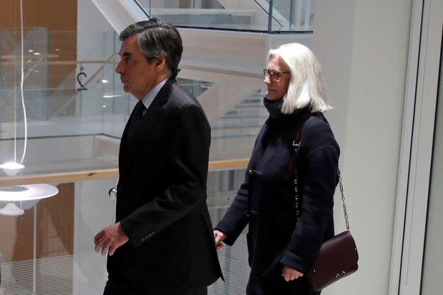 Contre François Fillon, le parquet requiert 5 ans de prison dont 2