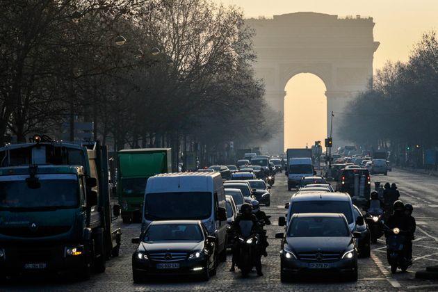 Une semaine après l'introduction des vignettes anti-pollution Crit'Air, la circulation des véhicules...