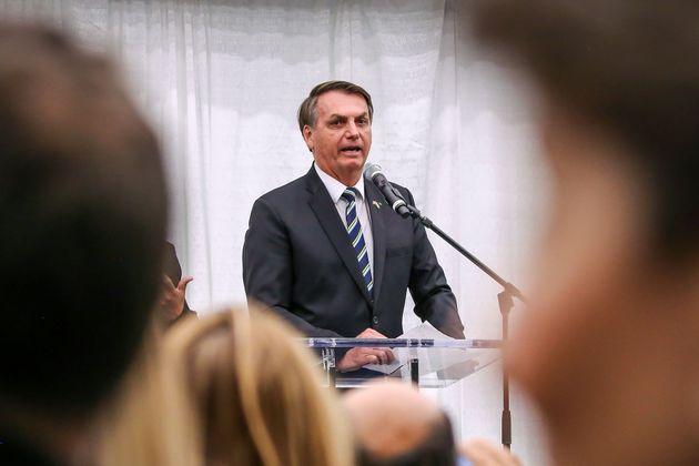 À plateia de apoiadores, Bolsonaro volta a colocar em xeque confiabilidade de urna