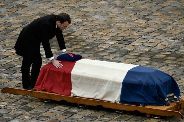 Emmanuel Macron lors d'une cérémonie en hommage au Lieutenant-Colonel Arnaud Beltrame le...