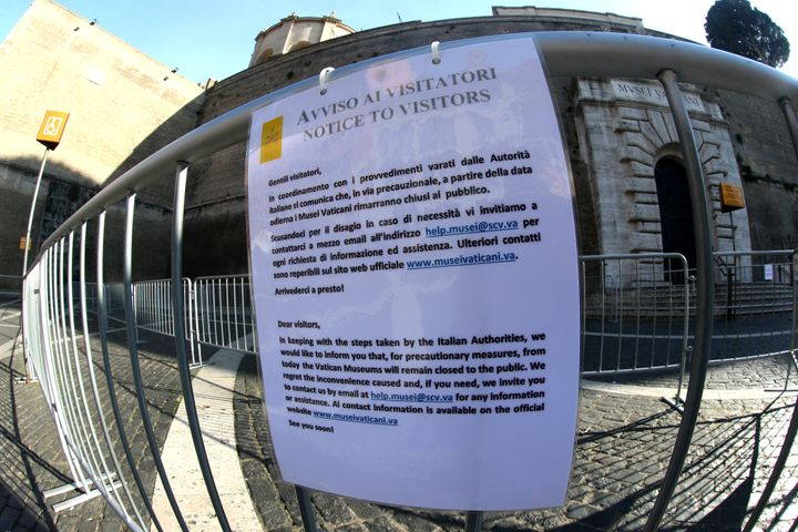 A banner informs tourists on Monday that the Vatican Museum is closed.