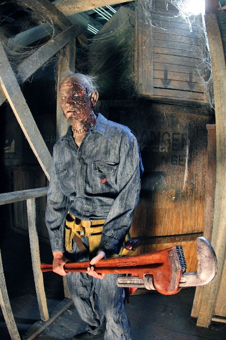 """Buildings rarely have a 13th floor and this <a href=""""http://www.13thfloorhauntedhouse.com/"""" target=""""_blank"""">Denver haunted ho"""