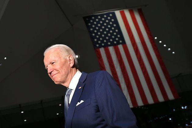경선 초반 부진했던 조 바이든은 사우스캐롤라이나 경선 승리를 발판으로 '슈퍼 화요일' 경선에서 극적인 승리를 거두며 경선 구도를 완전히