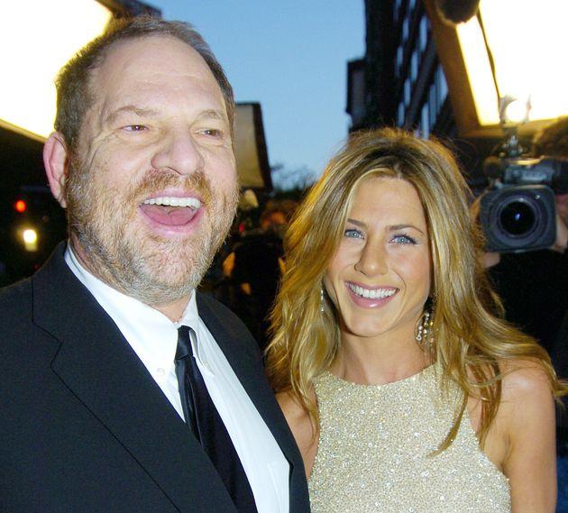 Harvey Weinstein y Jennifer Aniston, en el estreno de 'Sin control' en