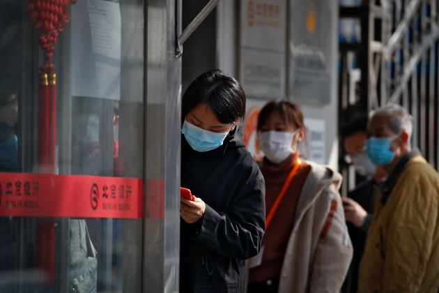 La Chine s'inquiète des cas de coronavirus importés, quarantaine imposée pour les...