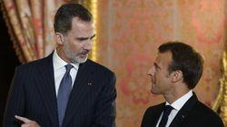 Que fait le roi d'Espagne à la première journée nationale d'hommage aux victimes du
