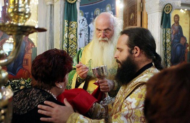 Ημίμετρα Ιεράς Συνόδου για τον κορονοϊό: Κλείνει τα κατηχητικά, συνεχίζει τις